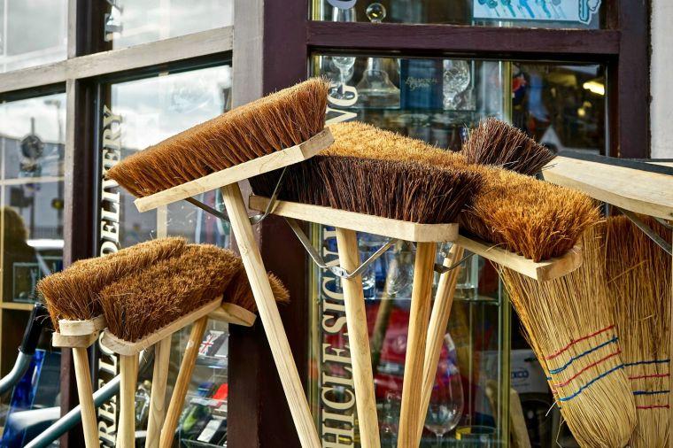 broom-2903582_1920